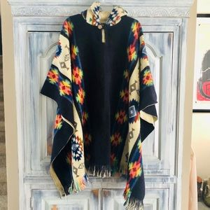 Sisandina 100% Wool Aztec Hooded Cape